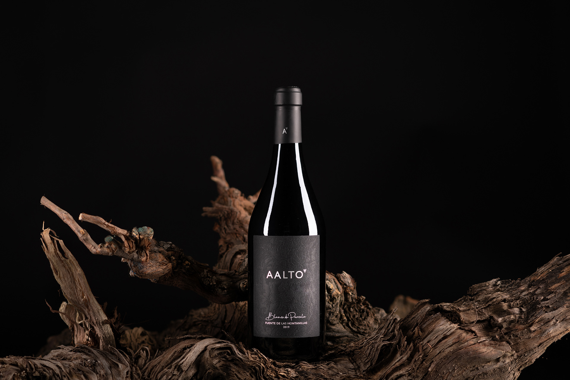 Label Design for the First Limited White Wine of Aalto Winery by Azote Studio