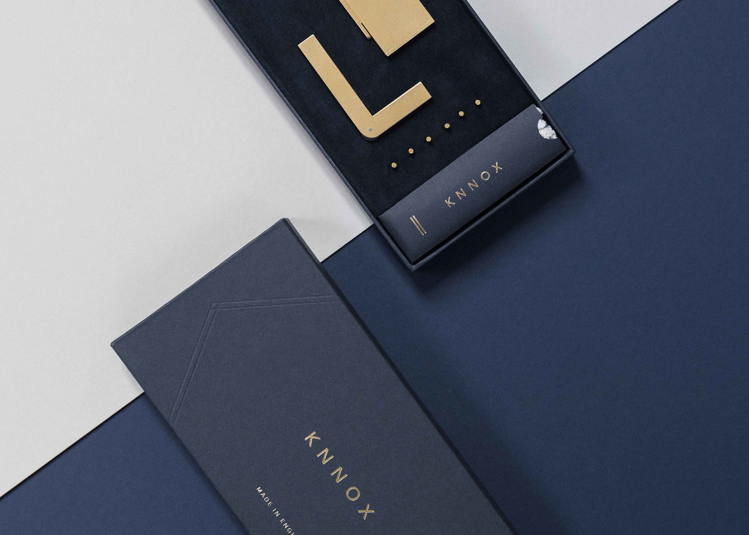 Minimal and Luxurious Packaging Design for the KNNOX Lighter