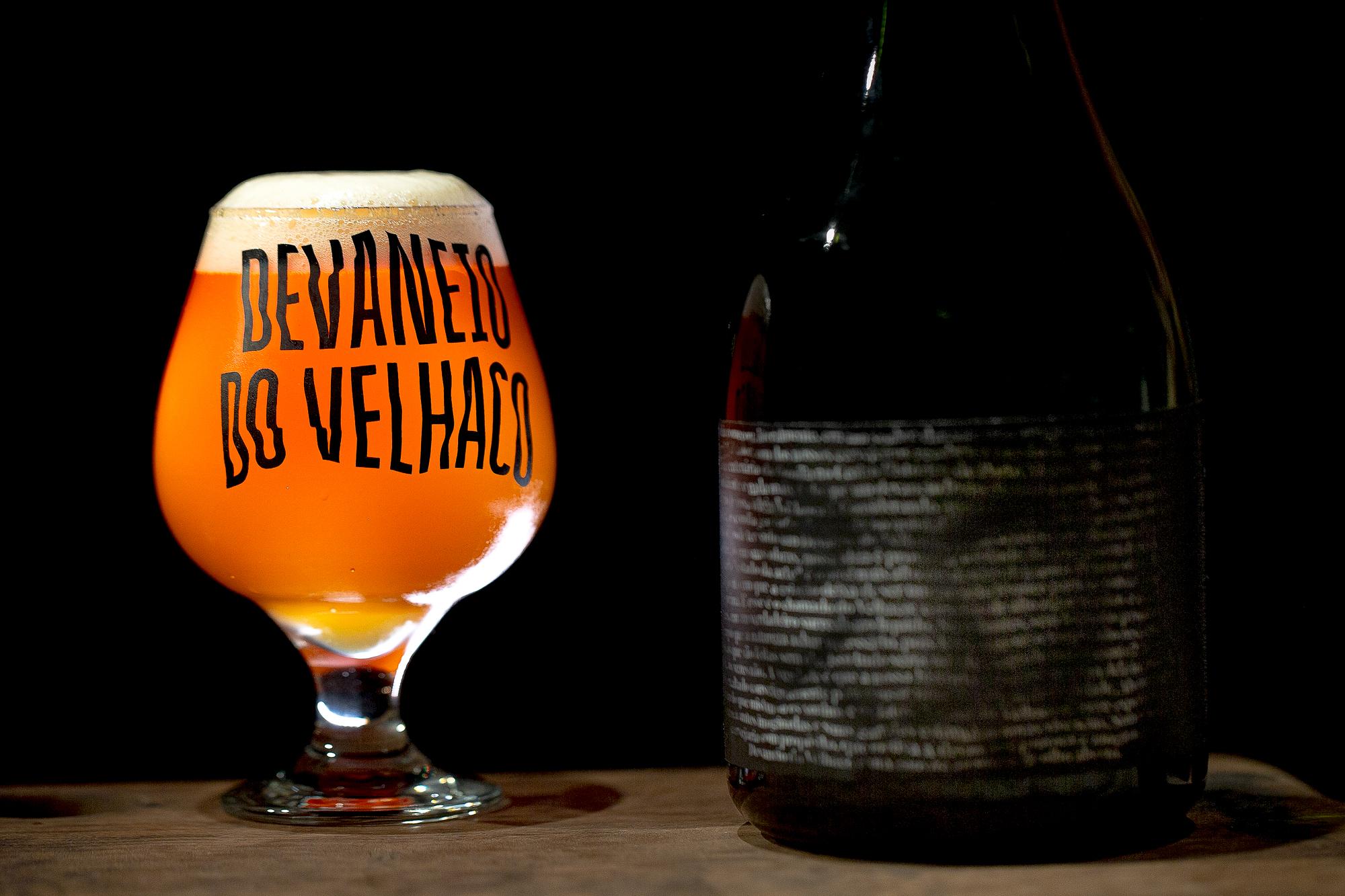 StudioBah Plays with Typography to Create Devaneio do Velhaco's Label