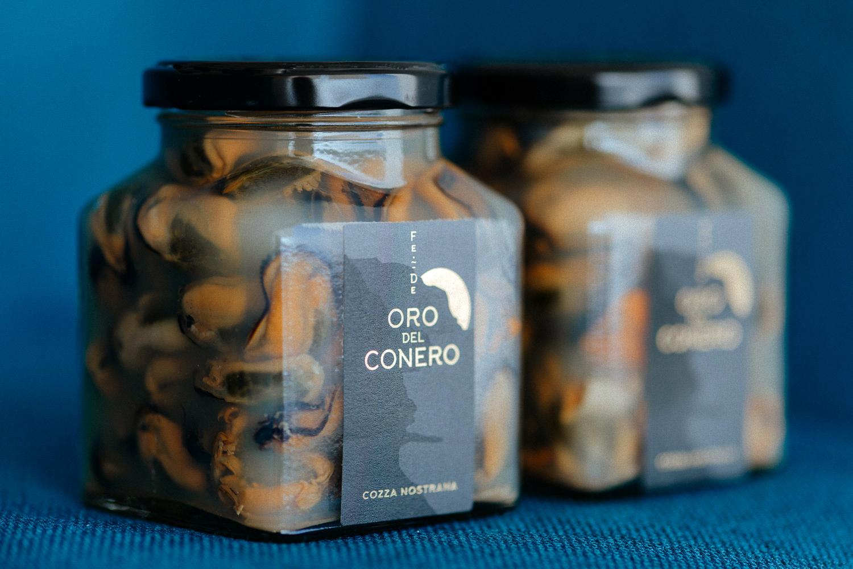 Auca Design Creates Refined Oro del Conero Mussels Packaging