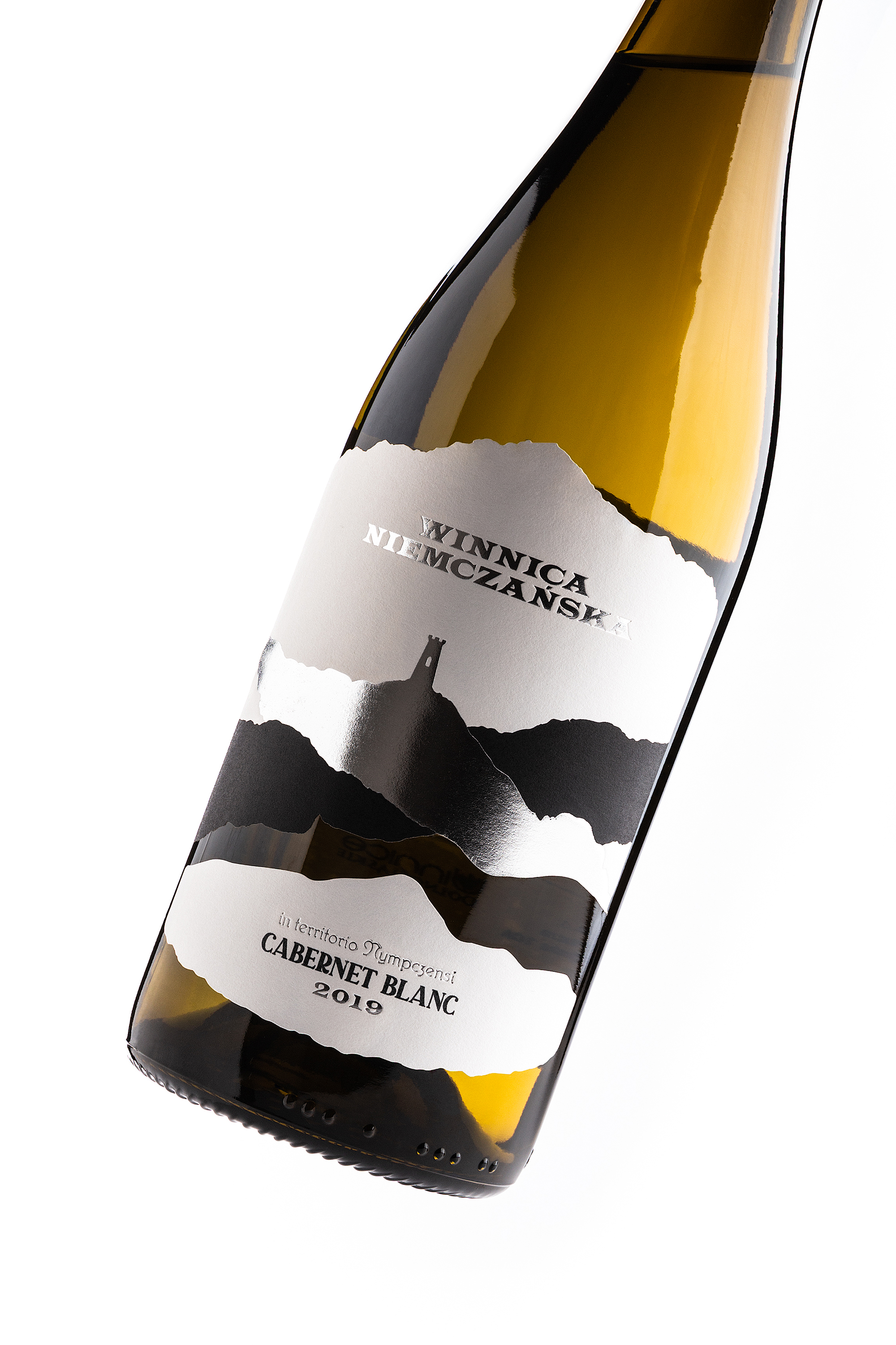 Foxtrot Studio Create Label Design for Winnica Niemczańska Pinot Noir Chardonnay