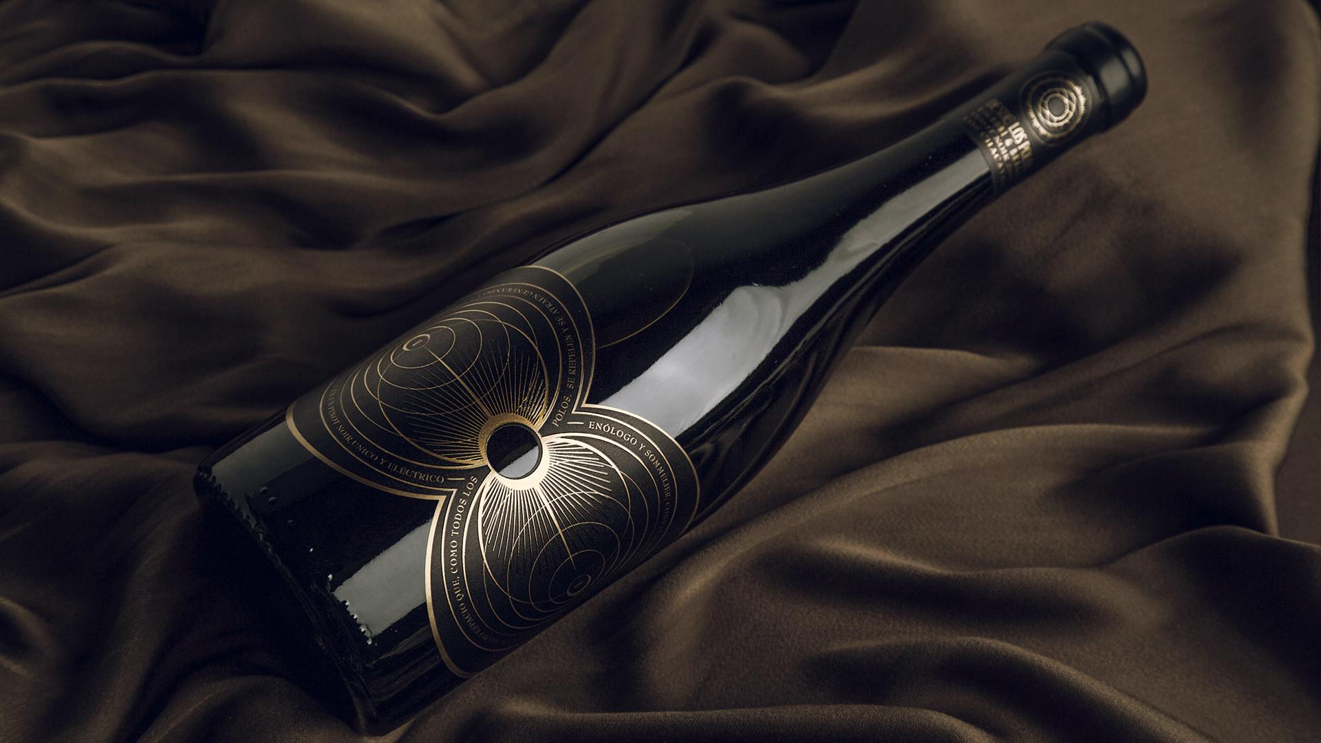 Nano Alfonsin Studio Creates Desde Los Polos Pinot Noir Wine Packaging