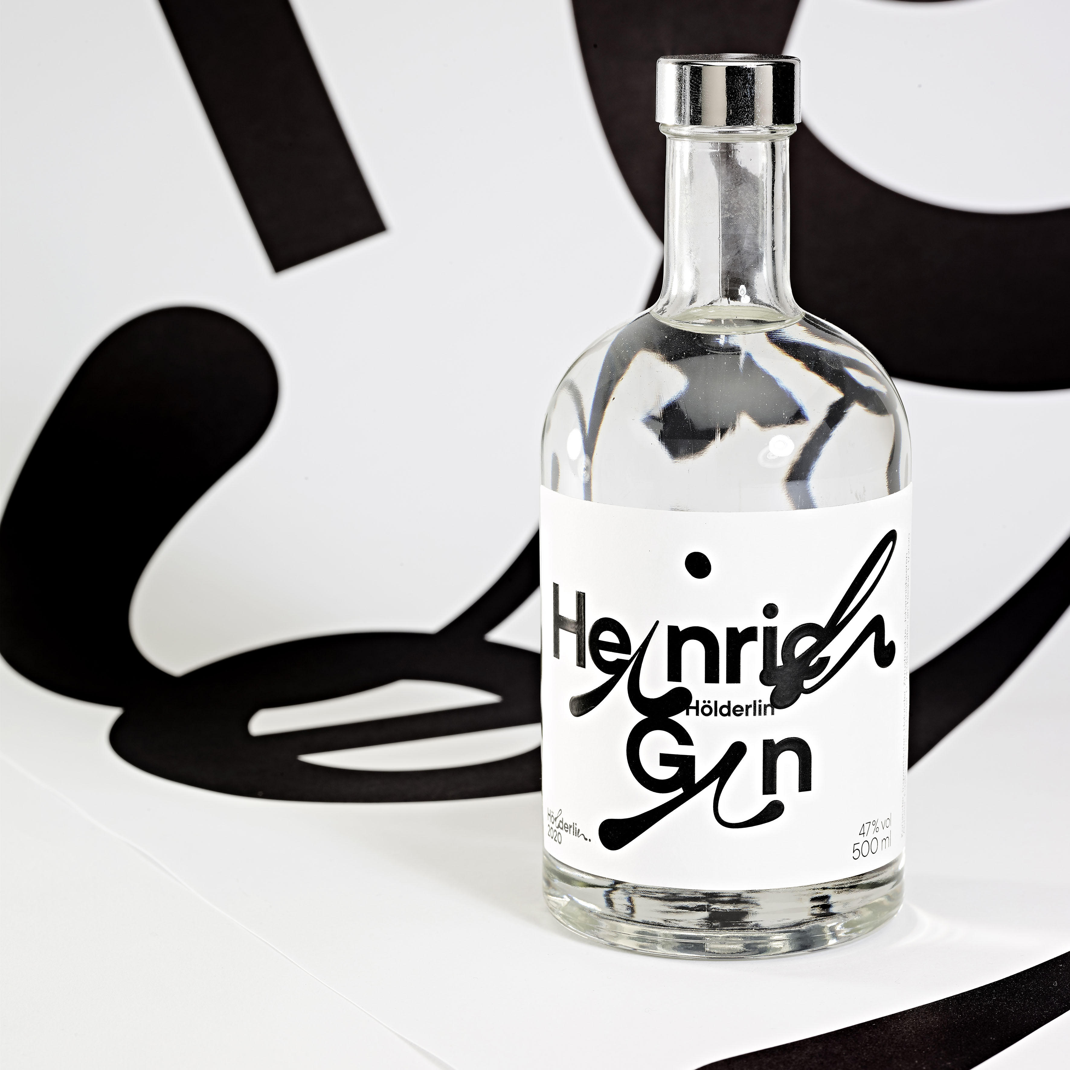 Ina Bauer Creates Label and Packaging Design for Hölderlin2020 Wine and Gin