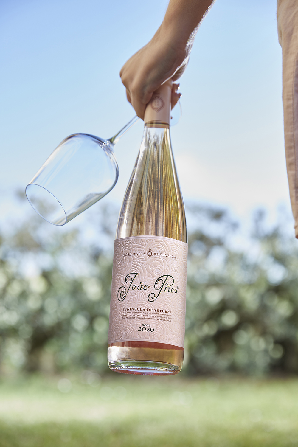 João Pires Rosé Blooms by the Hands of Omdesign