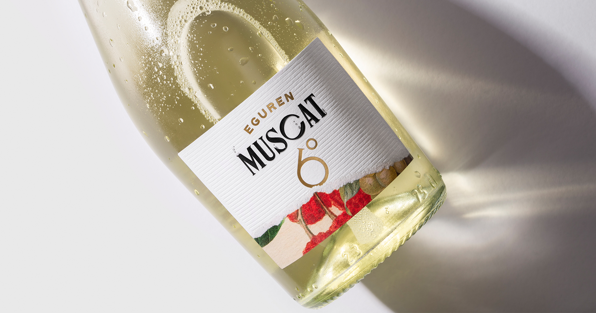 Hula Estudio Created Wine Label Design for Muscat 6º