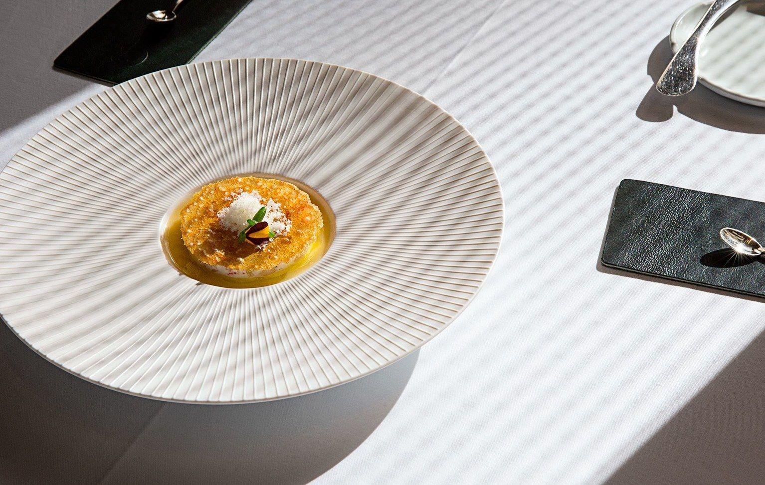 Le Tran Tien Anh Creates Branding for Viandi Restaurant